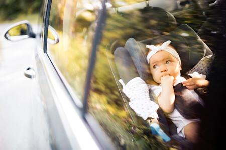La temperatura interior de un coche al sol alcanza los 49 grados en una hora, suficiente para matar a un niño de un golpe de calor
