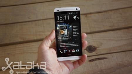 HTC One diseño en mano