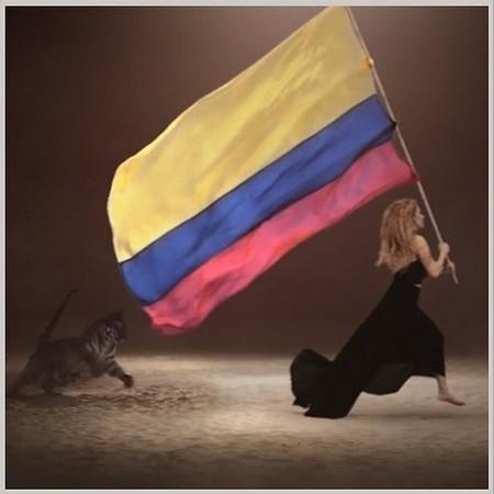 Shakira sigue a Piqué ¡donde haga falta!