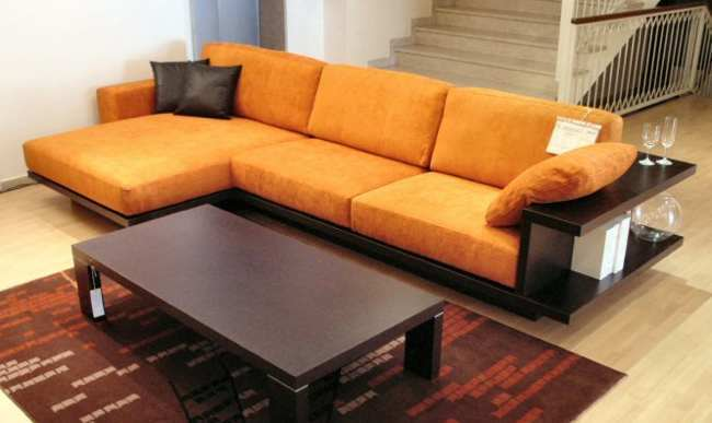 Sofa con espacio de almacenaje alrededor 1 5 for Sofa con almacenaje
