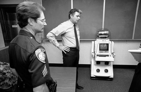 Éste es el primer robot 'arrestado' por la policía y pasó en 1982