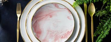 Decorar tu mesa con una vajilla única pintada a mano es tendencia: 9 (+1) artistas a los que seguir la pista para hacerte con una