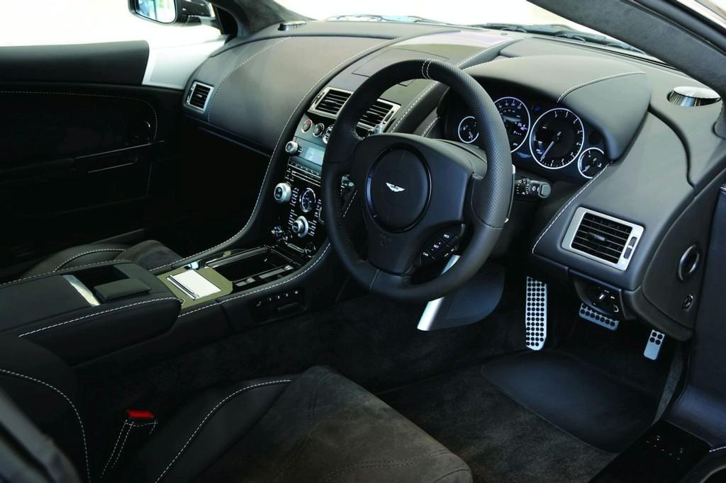 Foto de Aston Martin DBS y V12 Vantage Carbon Black (1/6)