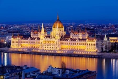 Budapest_LaperladelDanubio.jpg