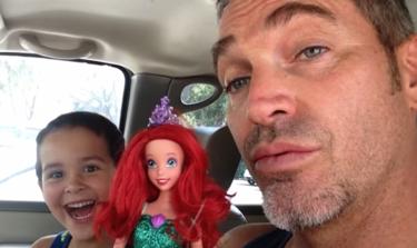 ¿Cómo reaccionarías si tu hijo elige una muñeca como juguete? Este padre es un ejemplo de amor