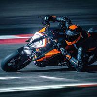 La KTM 1290 Super Duke R 2020 viene con más potencia y electrónica, aunque ahora es 3.000 euros más cara