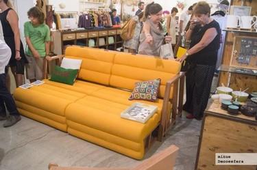 Conocemos de primera mano el mobiliario versátil de UNAMO, como su sofá-cama-mesa