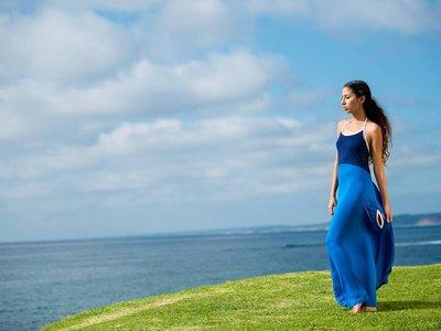 Sólo necesitas 30 segundos para cambiarte en la playa con el vestido más versátil del mundo