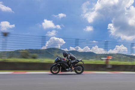 Kawasaki se independiza de Kawasaki Heavy Industries para ser totalmente libres en la fabricación de motos