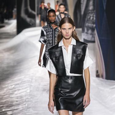 Hermés apuesta por un desfile minimalista y con el cuero como tejido protagonista