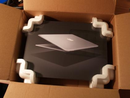 Ya están llegando los MacBook Air a su destino y las primeras fotos no han tardado en aparecer