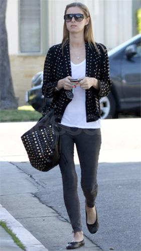Nicky Hilton y su look de tachuelas