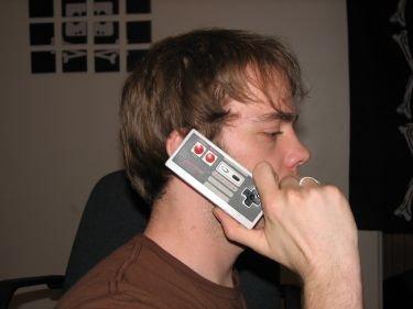 Mando de la NES convertido en teléfono móvil