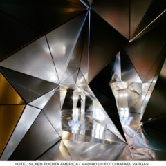 Foto 1 de 12 de la galería hotel-puerta-america-plasma-studio en Decoesfera