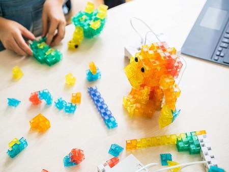 Formar a los más pequeños en programación y robótica es prioridad en Sony: juegos de construcción a ritmo de código