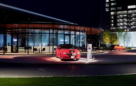 Nissan reinventa la economía y ya acepta electricidad de coches eléctricos como medio de pago en el parking de Nissan Pavilion