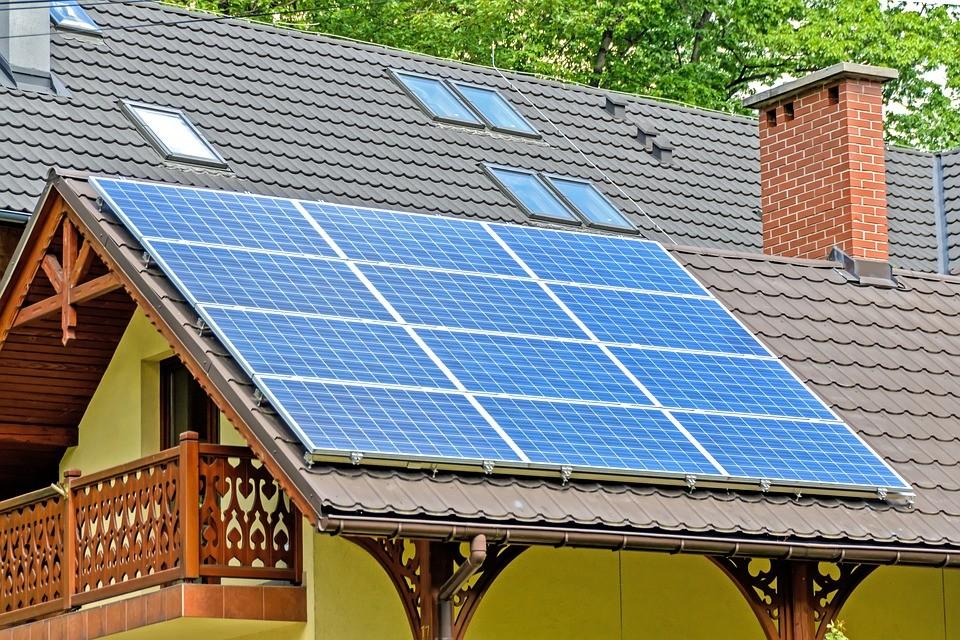 Alquiler de paneles solares a Tesla Solar: cuándo sale rentable (y en el punto no)