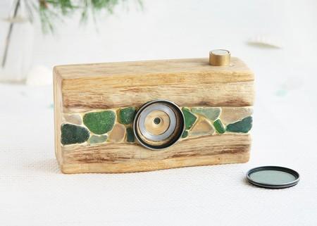 Las increíbles cámaras pinhole hechas a mano con madera traída por la corriente del mar Báltico de Sergey Lebedev
