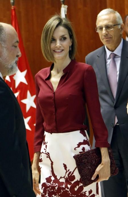 Doña Letizia vestida con el color de la temporada, el Marsala, en el aniversario del Tribunal Constitucional