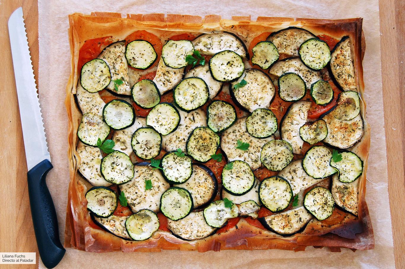 Tarta fácil de verduras con masa filo: receta vegetariana ligera y crujiente