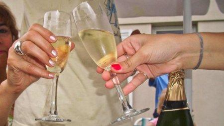 Para ahorrar calorías en el brindis, elige correctamente la bebida