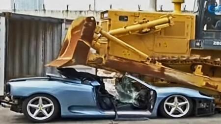 Gobierno filipino destroza un Ferrari