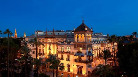 El Hotel Alfonso XIII de Sevilla subasta algunos de sus muebles ¿Pujas por ellos?
