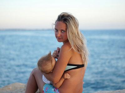 Dar el pecho es un derecho: entrada gratis a la piscina a las madres que amamanten a sus bebés