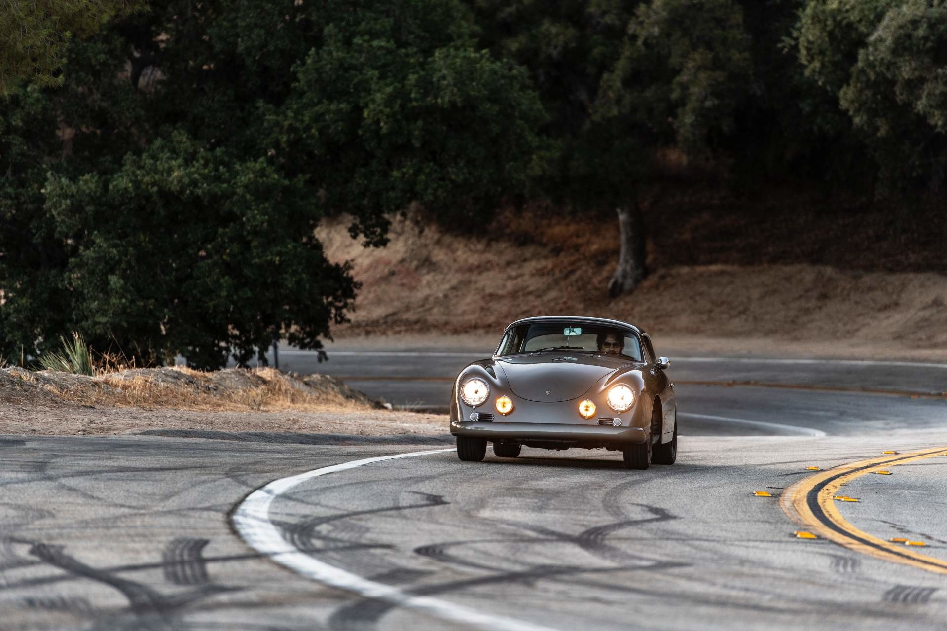 Foto de Emory Motorsports Porsche 356 restomod (13/46)