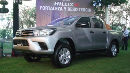 Toyota Hilux 2016: Precios,versiones y equipamiento en México