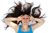 Mascarilla de aceite de oliva y miel para recuperar el pelo en verano
