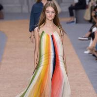 Clonados y pillados: el vestido multicolor de Chloé aterriza en H&M