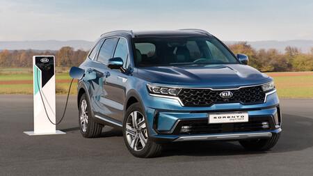 El Kia Sorento híbrido enchufable llegará muy pronto a España: un SUV de hasta 7 plazas y 57 km de autonomía eléctrica