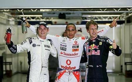 Lewis Hamilton se lleva la pole en una sesión loca