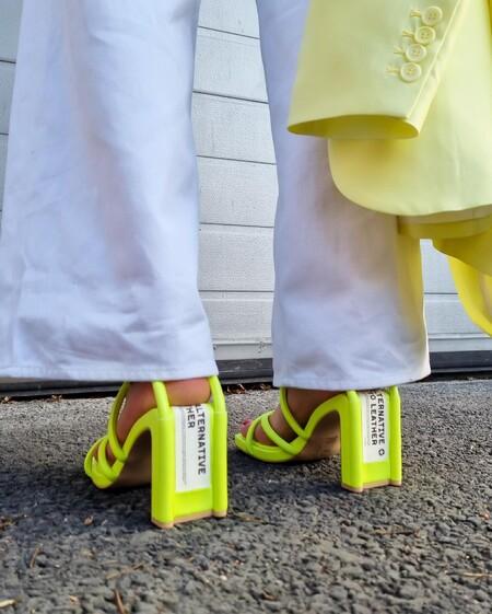 Sandalias a todo color perfectas para dar la bienvenida (desde hoy mismo) a la primavera 2021