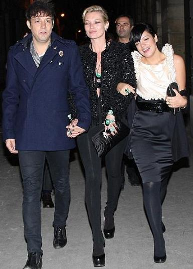 Fiesta post-desfile de Chanel en París: Kate Moss estrena chaqueta