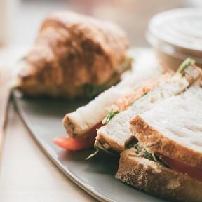Sandwiches, gofres, tostadas o incluso carnes al grill gracias a esta sandwichera que encontramos por menos de 30 euros en Amazon