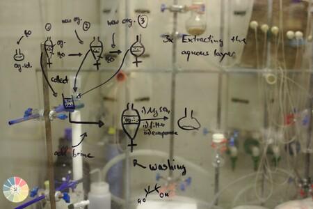 """Cómo una idea sencillísima que llevaba más de 20 años olvidada en un cajón nos sacó de la """"edad de piedra"""" de la ingeniería molecular y acaba de ganar el Nobel"""