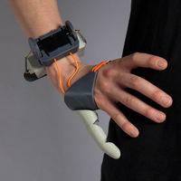 Este pulgar adicional impreso en 3D con dos motores puede extender las habilidades de nuestras manos