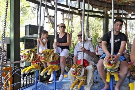 """Parque de Atracciones de Madrid, """"Mayores al Parque"""" los abuelos acompañantes no pagan"""
