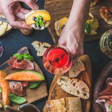 14 vinos rosados para refrescar tu verano y 14 recetas para maridarlos