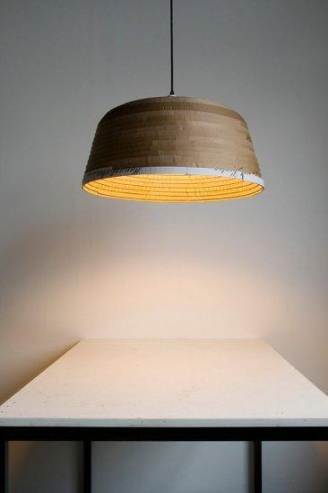 Buenas, bonitas y baratas: lámparas de cartón reciclado