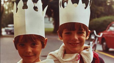 Adivina quiénes... son estos sonrientes hermanitos