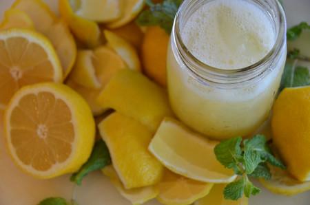¿Tomar agua de limón en ayuno realmente funciona?