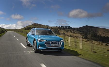 Audi e-tron 50: la versión más asequible del SUV eléctrico ya está a la venta con 336 km de autonomía, por 73.040 euros