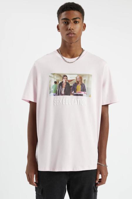 Camiseta Sex Education X Pull Bear Maeve Y Aimee