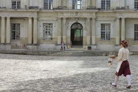 chateau-blois-patio.jpg