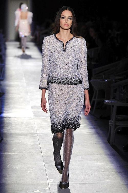 Foto de Chanel Alta Costura Otoño-Invierno 2012/2013: rosa, gris, brillos y nuevo vintage (21/61)