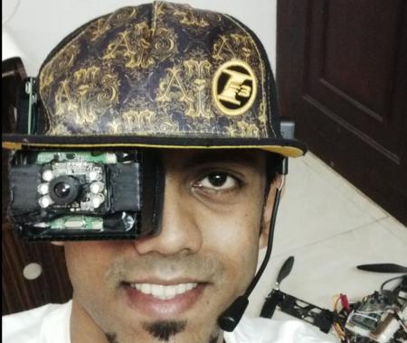 Parece un ojo robótico pero es una gorra de realidad aumentada open source