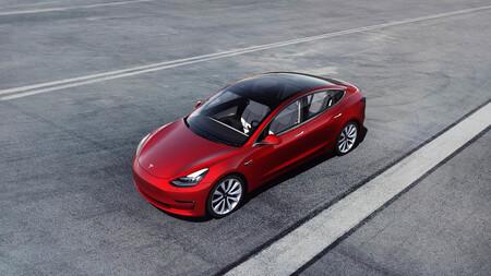 """Waymo (Google) acusa a Tesla de perjudicar al coche autónomo creando confusión con el nombre """"Autopilot"""""""